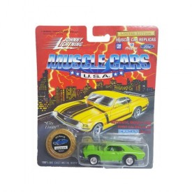 Johnny Lightning Muscle Cars 1/64 Die Cast Replica 1972 Nova SS Green