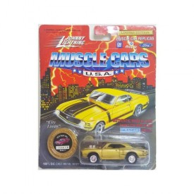 Johnny Lightning Muscle Cars 1/64 Die Cast Replica 1970 Super Bee Gold