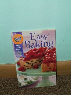 Gold Medal Easy Baking: Cakes, Breads, Cookies and More (Cookbook Paperback)