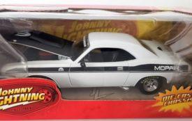 Johnny Lightning Muscle Cars R39 1970 Dodge Challenger T/A Mopar 1:24 Scale