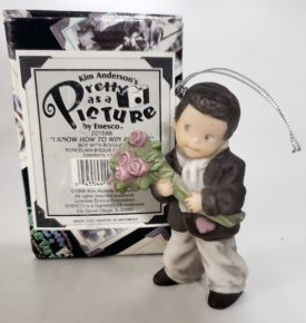 """Kim Anderson's Pretty As A Picture """"I Know How to win A Heart"""" boy W/Bouquet Ornament 201588"""