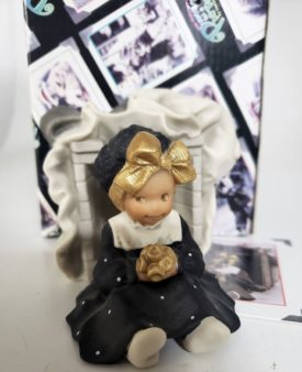 """Kim Anderson's Pretty As A Picture """"No Box Can Hold My Love For You"""" Porcelain Figurine 703532"""