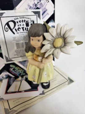 """Kim Anderson's Pretty As A Picture """"Love Honors All Things"""" Figurine 629405"""