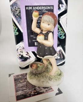 """Kim Anderson's Pretty As A Picture """"You're The Apple of My Eye"""" Figurine 104384"""